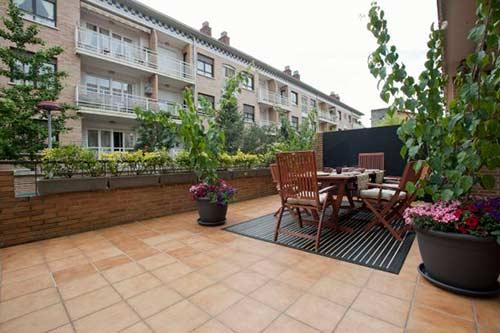 Terrazas y exteriores piscinas de obra en madrid t 91 - Suelos para terrazas exteriores fotos ...